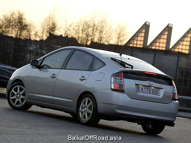 Toyota Prius 1.8 (136Hp) (Вариатор)