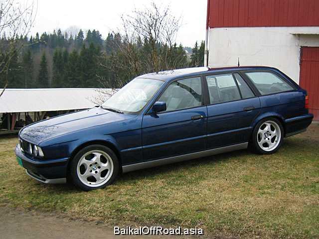 BMW 5 Series Touring 525iX  (192Hp) (Механика)
