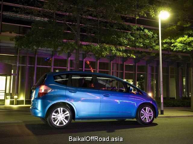 Honda Fit Aria 1.5 i 16V (110Hp) (Механика)